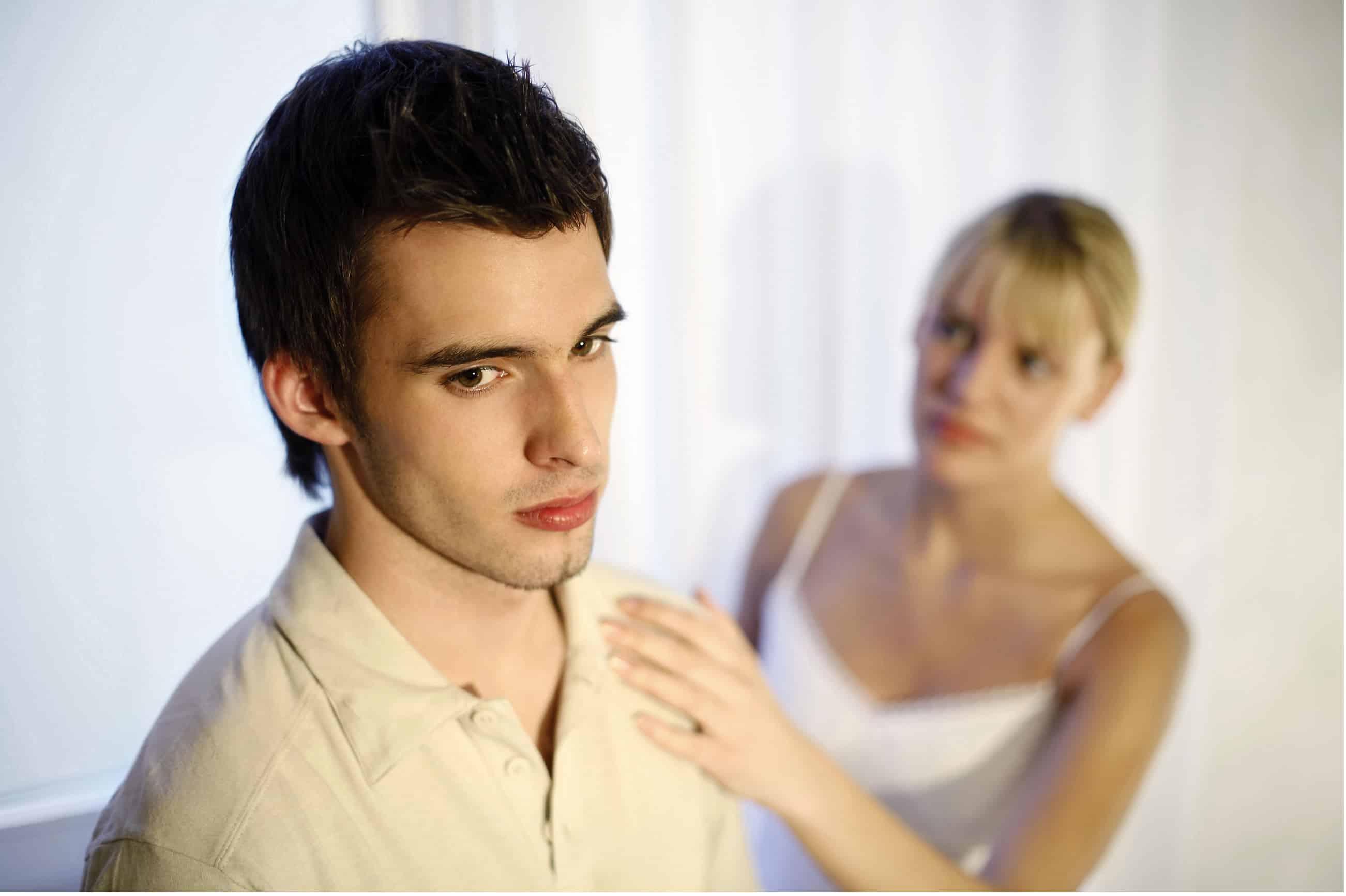 A comunicação entre o casal é fraca. Talvez o conflito aberto não seja o problema, mas você constantemente se sente incompreendida ou ignorada. Ou talvez você sinta que nem tem uma boa ideia do que está acontecendo com seu parceiro emocionalmente ultimamente; ele ou ela pode muito bem ser um estranho. Muitas vezes, um dos resultados mais tangíveis da terapia de casal rj, é o aumento da comunicação e uma grande melhoria em sua qualidade. Um psicólogo da terapia de casal rj pode equipar o casal com ferramentas que os ajudarão a se conectar, ouvir e entender um ao outro muito melhor diariamente.
